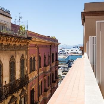 Vista_tetti_e_porto_di_Cagliari.jpg